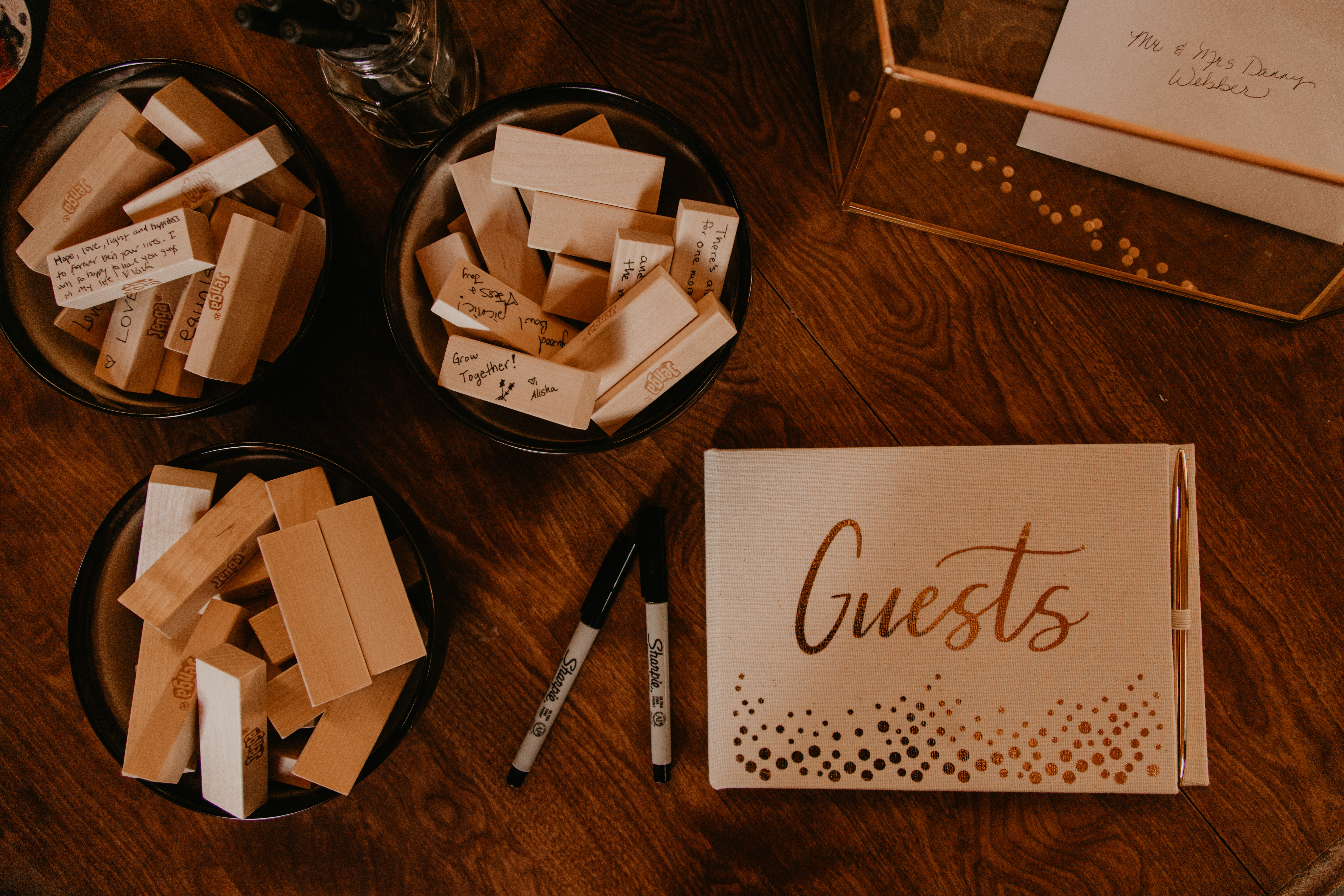 Guest book inspiration for wedding, photo by Fatima Elreda Photo