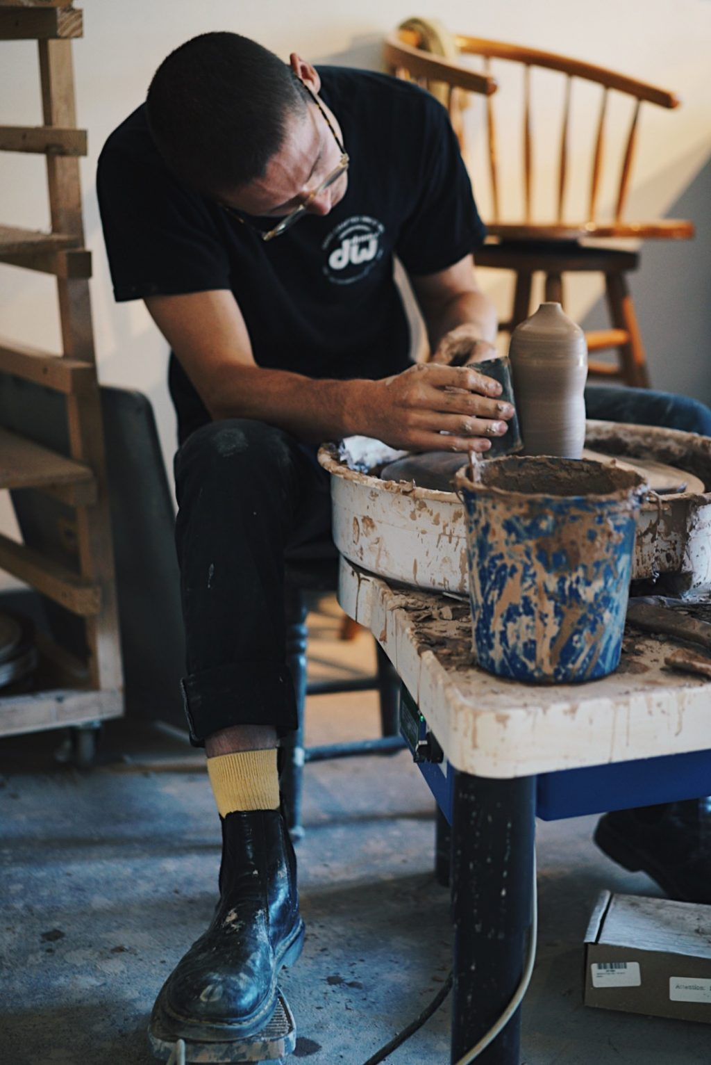 MAEK creating ceramics, 2019 small business gift guide blog post from Fatima Elreda Photo, image by Maek